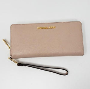Michael Kors Wrislet Long Wallet.