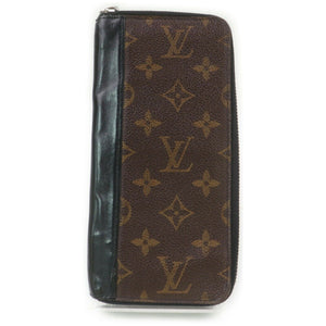 Louis Vuitton Portefeuille Tannon Zippy Wallet.
