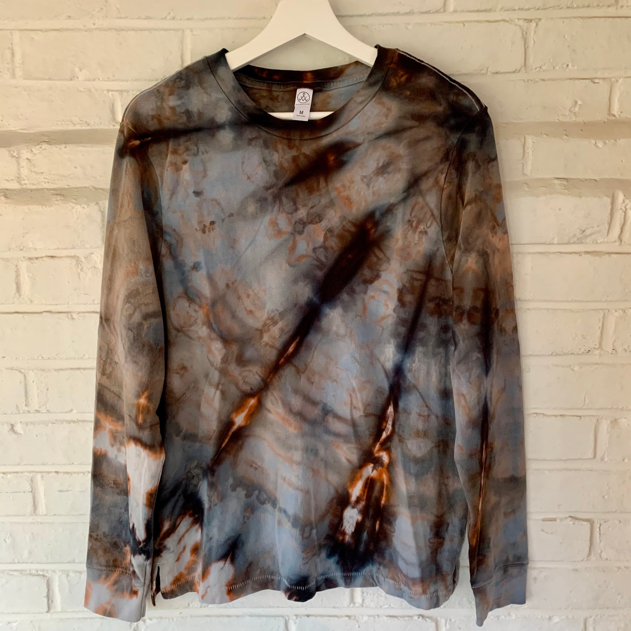 long-sleeved unisex M
