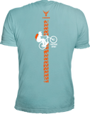 Rückenansicht T-Shirt hell Blau mit MTB/Freeride/Enduro Design in knalligem Orange Weißem Druck. Edles Rundhalshirt mit kurzen Armen eruopäisch geschnitten