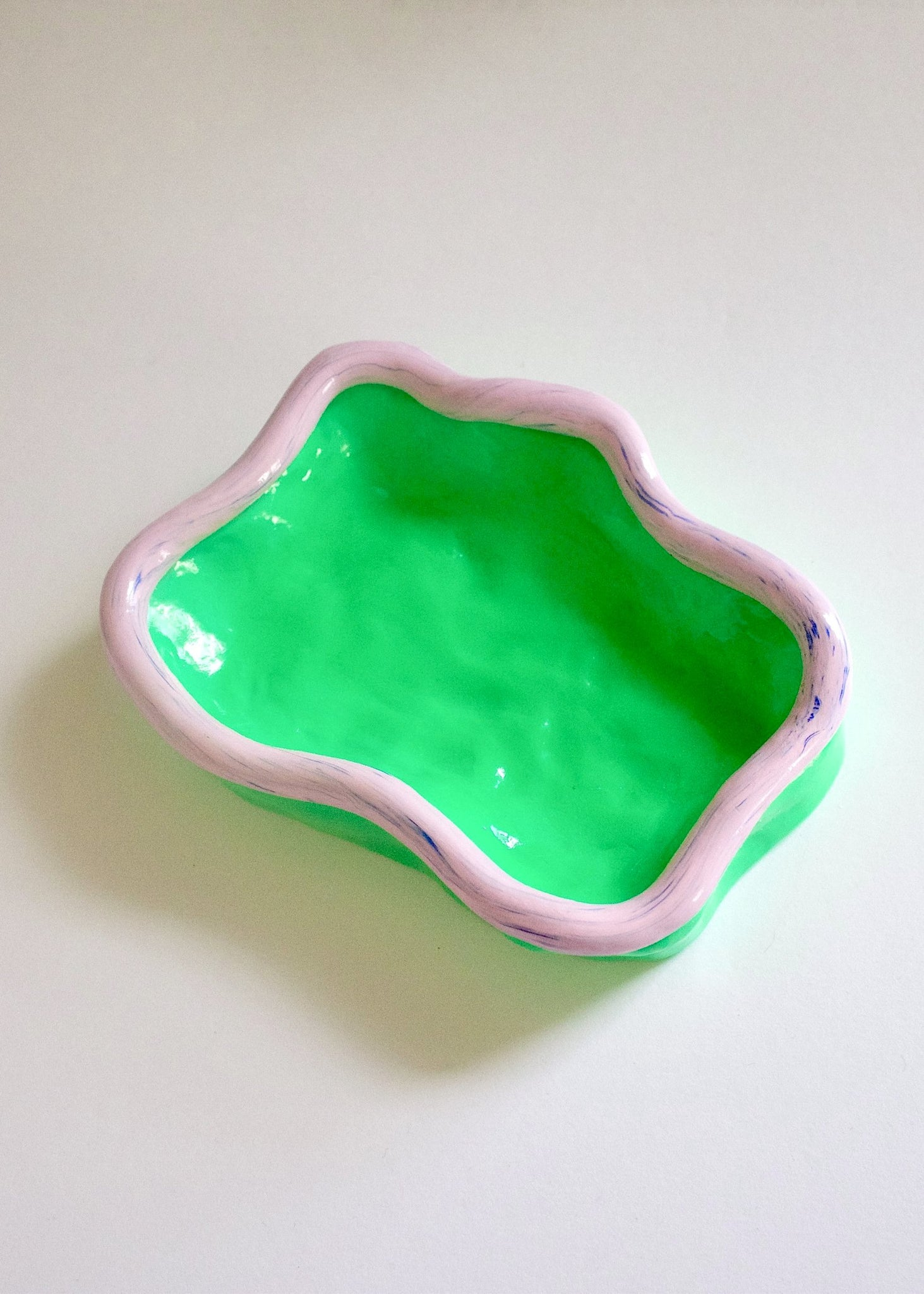 SQUIGGLE TRINKET DISH - GREEN/SPECKLED PINK