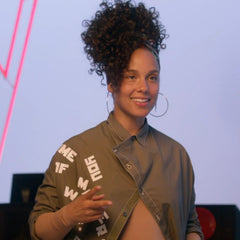Alicia Keys not wearing any makeup on the voice no makeup girl on fire