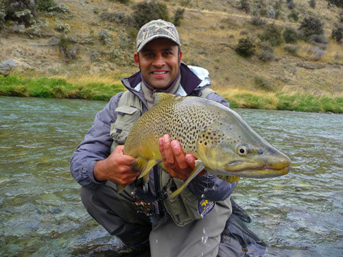 Rob vaz, trophy brown trout, fishing a mouse fly, mouse feeding trout, new zealand back country fishing south island NZ, guides, streamer pattern, dore's Mr Glister, big fish