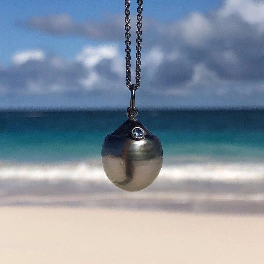 TAHITIAN PEARL WITH INSET SAPPHIRE