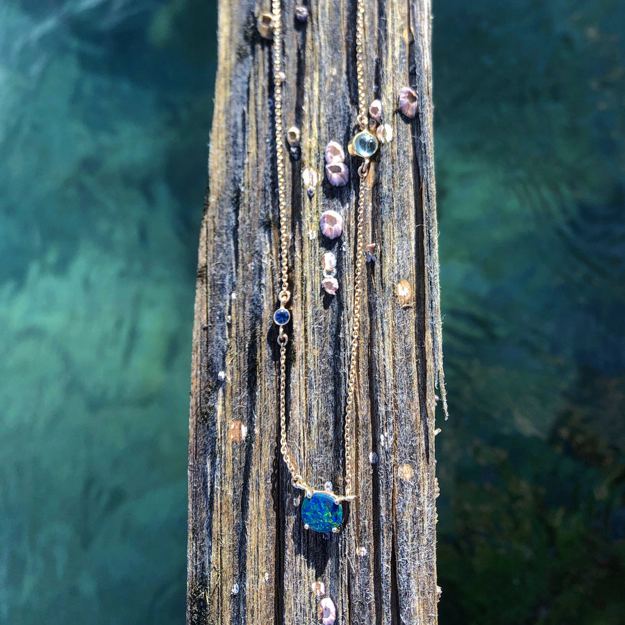 CHAIN NECKLACE WITH GEMSTONE WATER DROPLETS