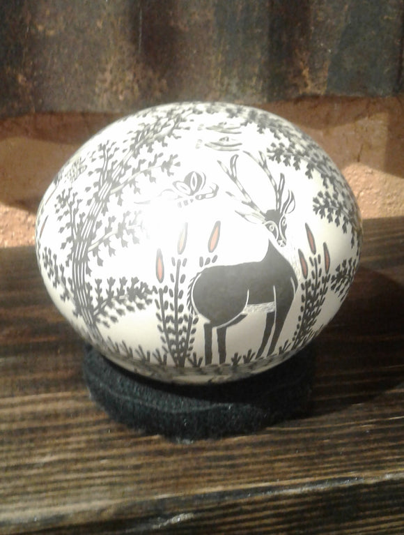 White clay round seed pot by Efren Ledezma