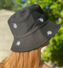 Load image into Gallery viewer, Daisy Bucket Hat