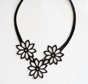 "Load image into Gallery viewer, Tyre Tube Necklace ""Flower"""