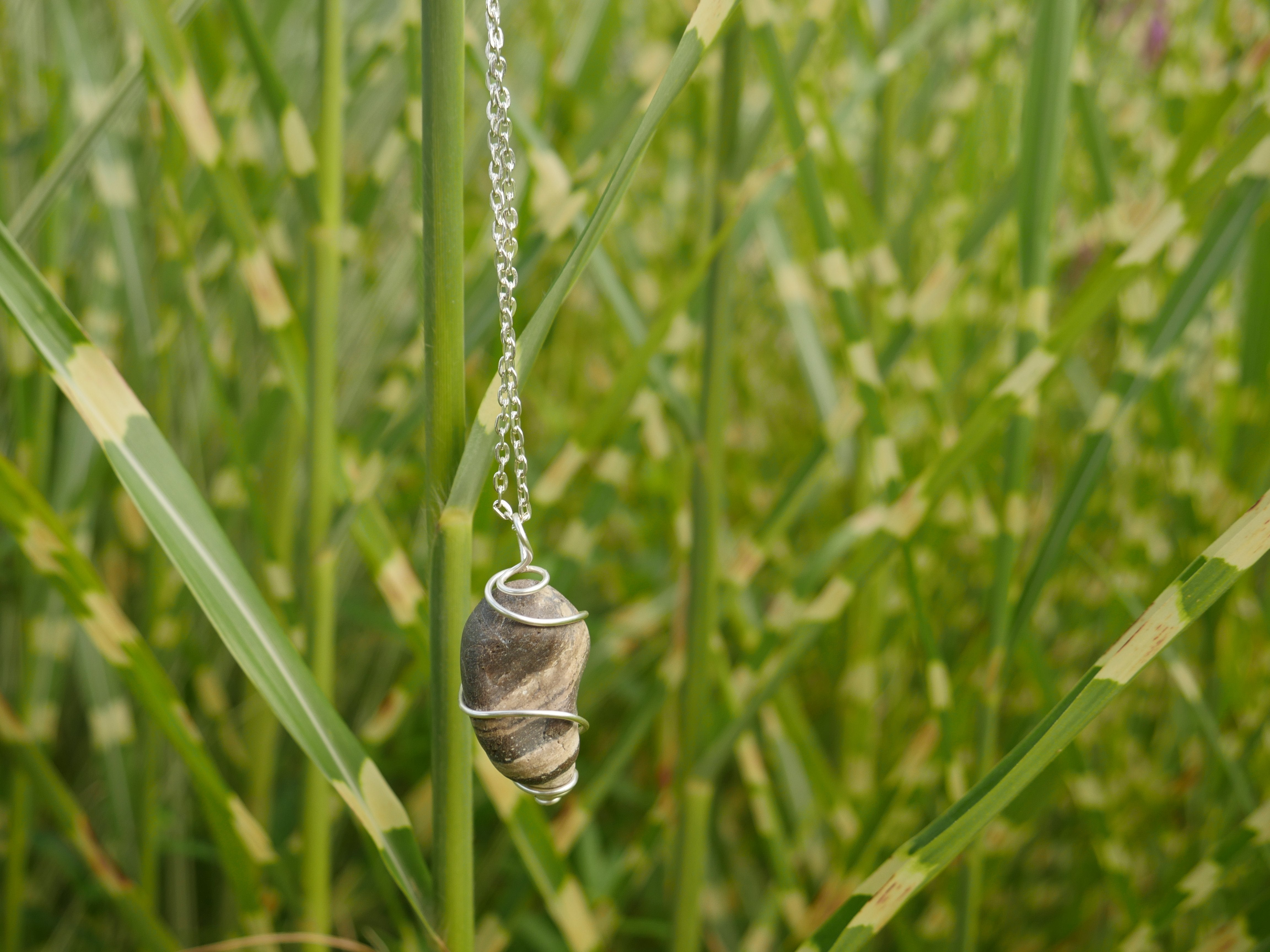 Wire-wrapped brown striped stone platinum-colored chain necklace