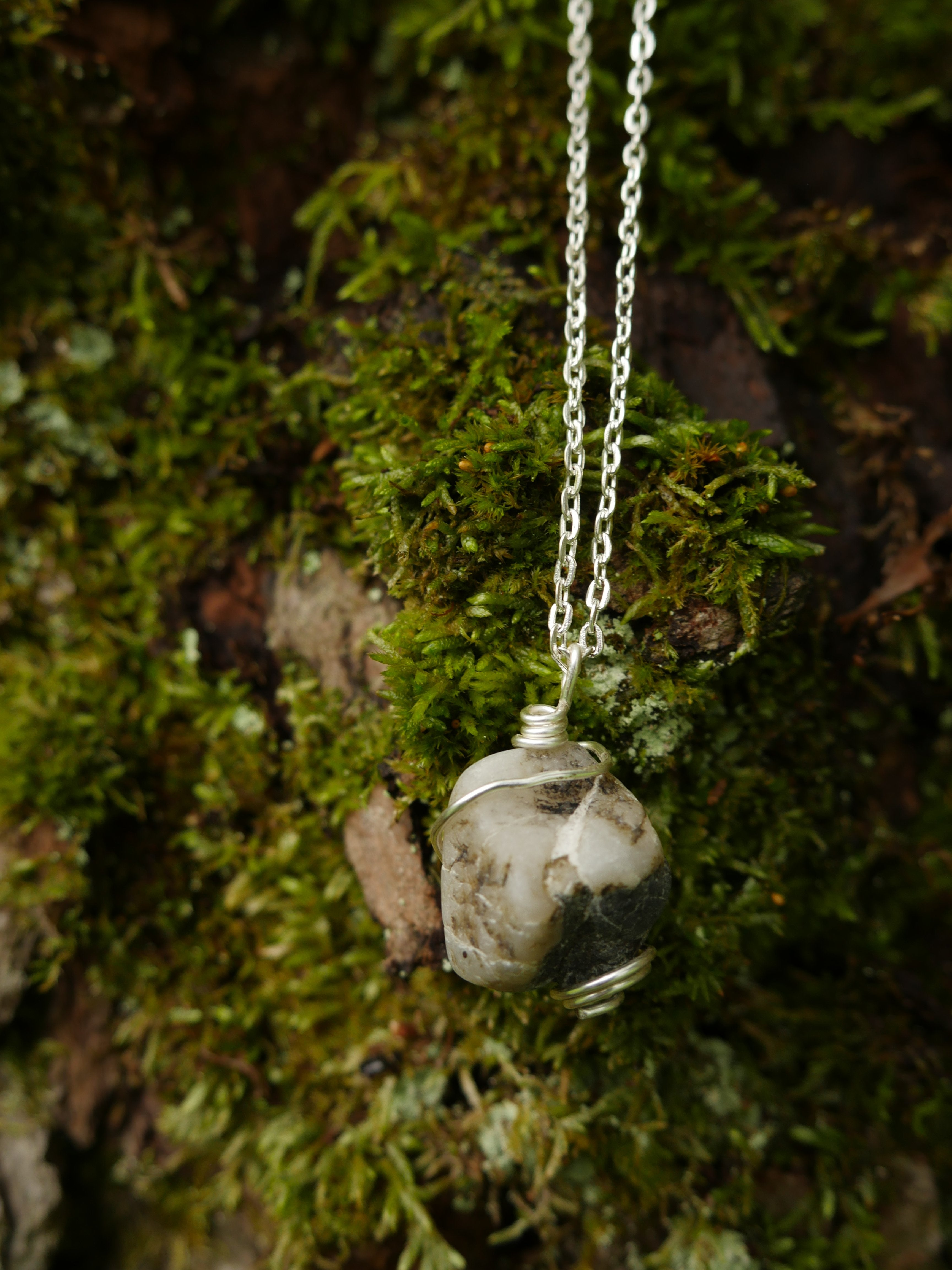 Wire-wrapped white marbled stone platinum-colored chain necklace