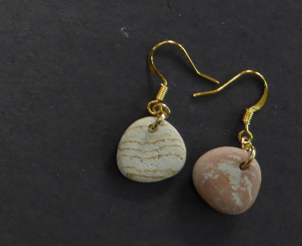Red and white stone complementary earrings
