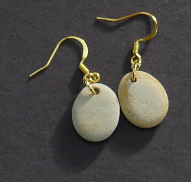 Round white and yellow stone complementary earrings