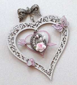 CB5112 Hanging Hearts 01