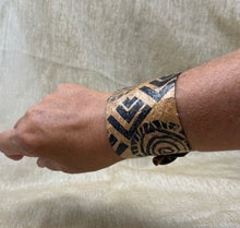 Load image into Gallery viewer, Kiʻo Lepo Cuff