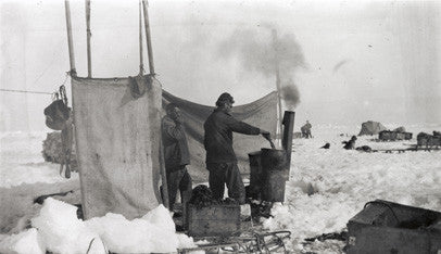 Galley on the ice, Thomas Orde-Lees and Thomas Green, the cook