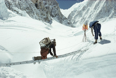 Noyce keeping a taut rope on a Sherpa