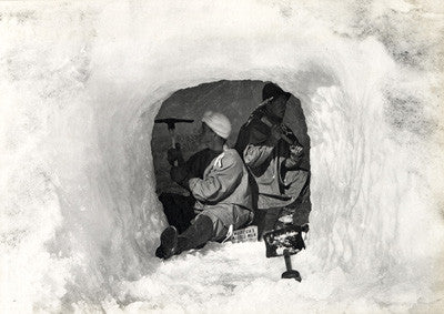 Edgar Evans and Edward Nelson making an ice-cave