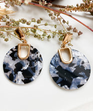 Load image into Gallery viewer, Daydreamer Earring Grey