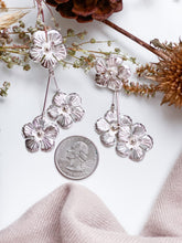 Load image into Gallery viewer, Silver Daisy Earring