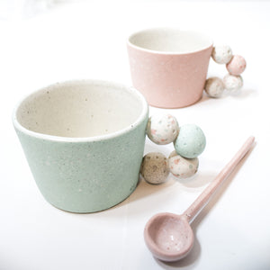 -Cappuccino / Latte Coffee Cup l Slightly Angled l Stacked Pebble Handle -White Matt glaze on coloured porcelain clay -Slight angle toward to lip with stacked pebble handle -Modern simple shape + natural particle texture *Particle Collection Splashed coloured minerals on bare skin of clay to create depth and contrast