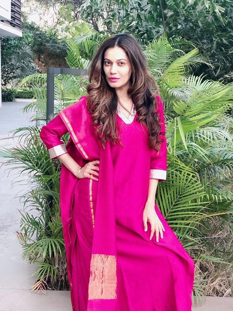 Payal Rohatgi in Red Chanderi silk kurta set with Gota work set of 3