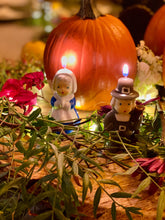 Load image into Gallery viewer, Thanksgiving Pilgrims and Turkey Classic Candles Set