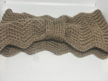 Load image into Gallery viewer, Scalloped Knot Knitted Bandeau