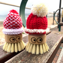 Load image into Gallery viewer, ecojiko eco scrubbers with hats on beach