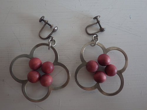 VINTAGE AARIKKA FINLAND RED DYED WOOD EARRINGS SCANDINAVIAN