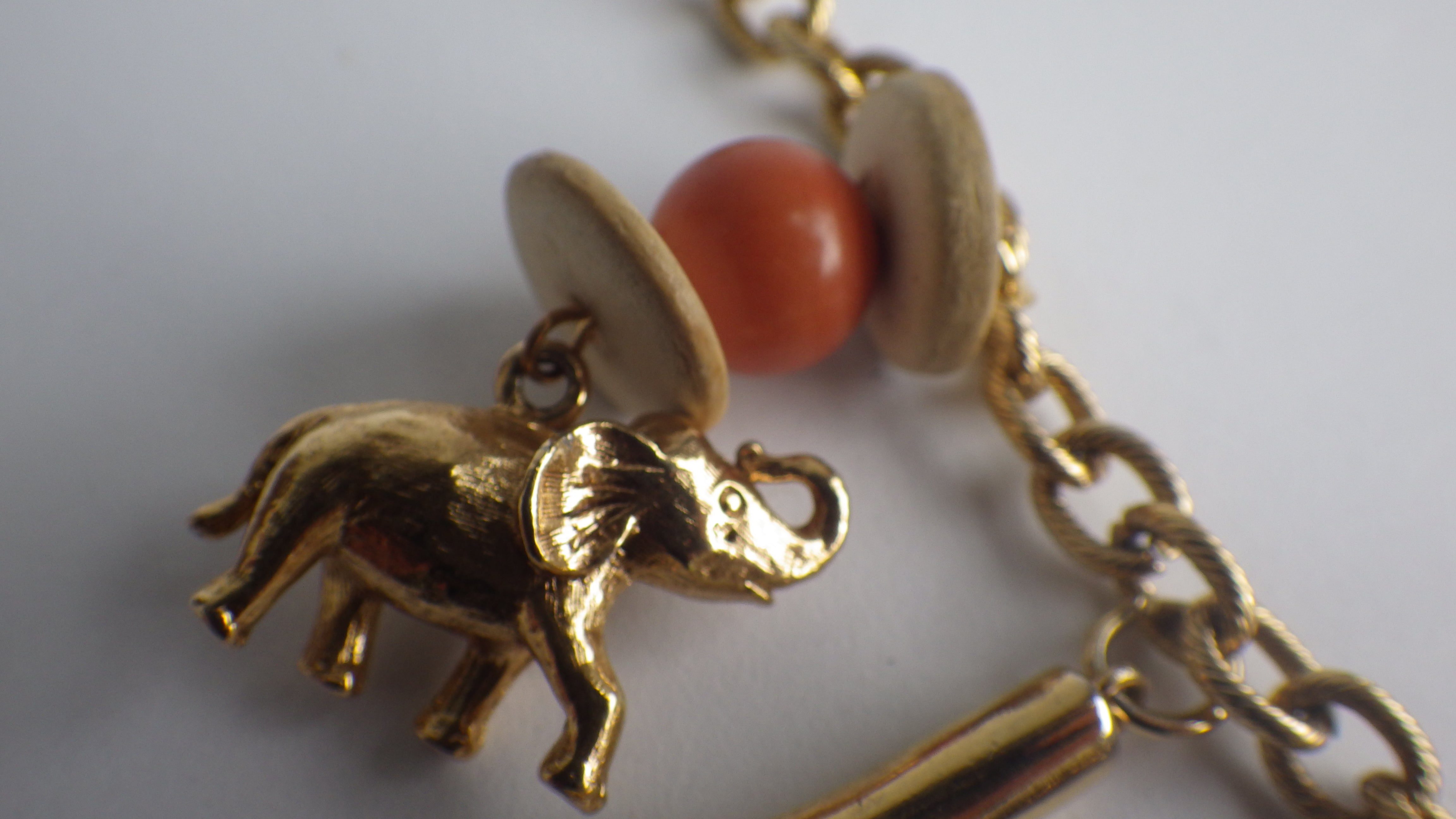 VINTAGE WHIMSICAL GOLD TONE MOON FACE ELEPHANTS CHARM NECKLACE CHOKER