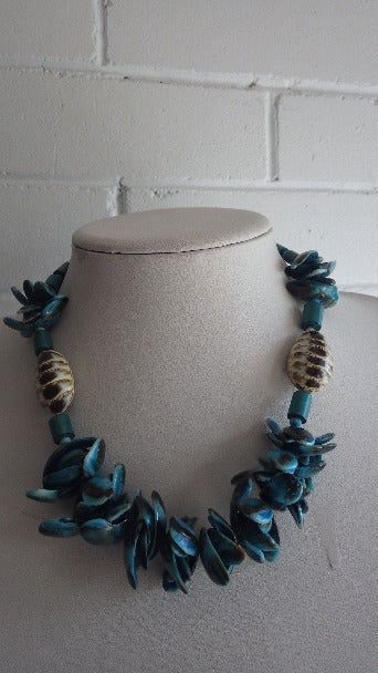 VINTAGE MONIES GERDA LYNGGAARD TURQUOISE DYED SHELL BEADED  NECKLACE