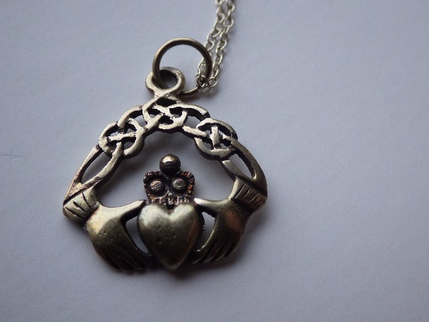 ANTIQUE CLADDAGH CELTIC PENDANT & CHAIN STERLING SILVER