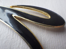 "Load image into Gallery viewer, VINTAGE DESIGNER  ""V"" GOLD TONE BLACK ENAMEL BROOCH SIGNED M JENT"