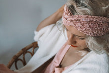 Lade das Bild in den Galerie-Viewer, Looks by Luks Lace Turband Maxi Rosy Future