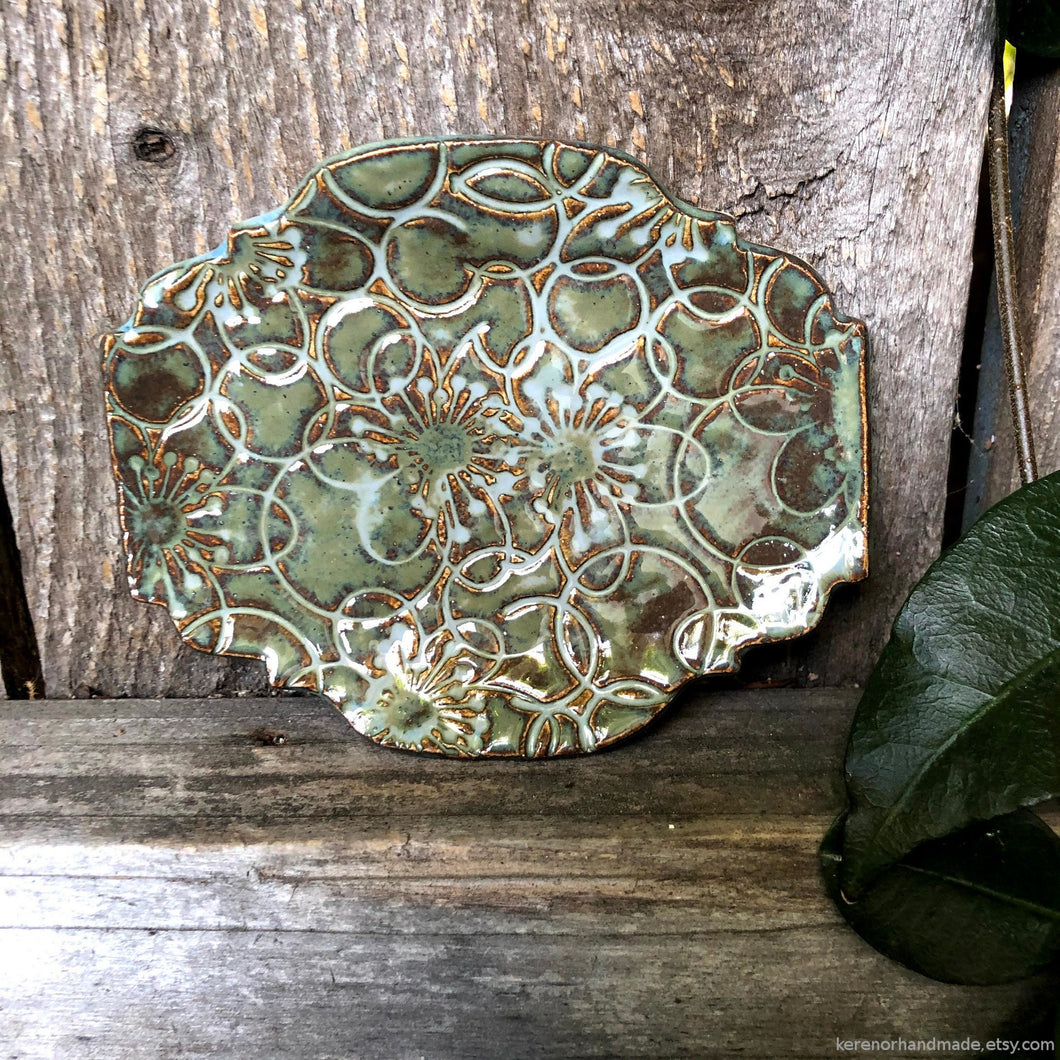 Ceramic ring dish, ceramic jewelry dish, trinket dish, Teabag holder, Spoon rest, trinket dish, ceramic Green dish, Soap dish, Candle holder