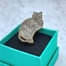 Load image into Gallery viewer, porcelain cat brooch, ceramic cat pin, handmade cat jewelry, sitting cat lapel pin, handmade ceramic cat brooch, cat lover gift, cat jewelry