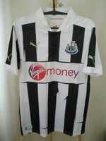 Load image into Gallery viewer, Newcastle United 2012/2013 home Size M Puma 741561 jersey