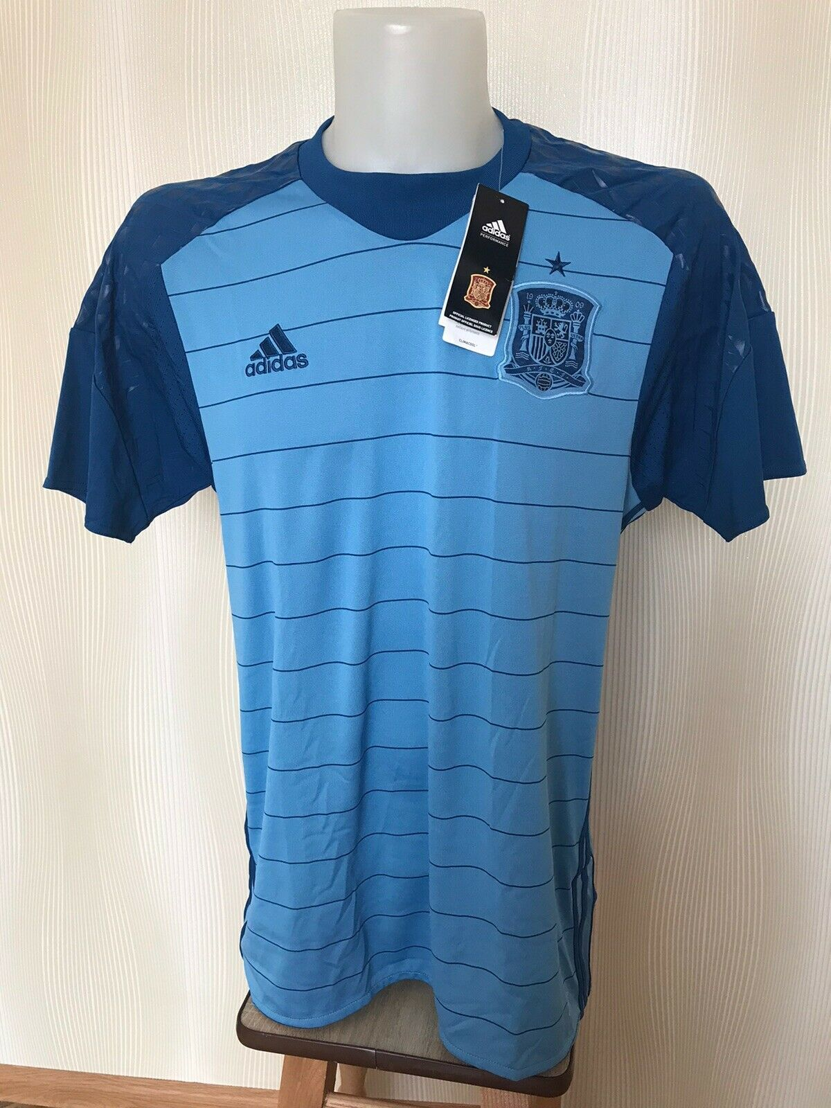 Spain 2015/2016 Goalkeeper Size XL Adidas AI9174 jersey