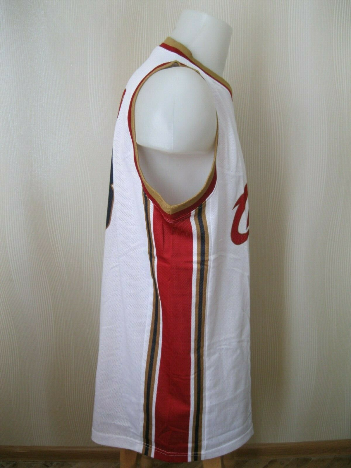 Cleveland Cavaliers #23 LeBron James Size 2XL Champion jersey