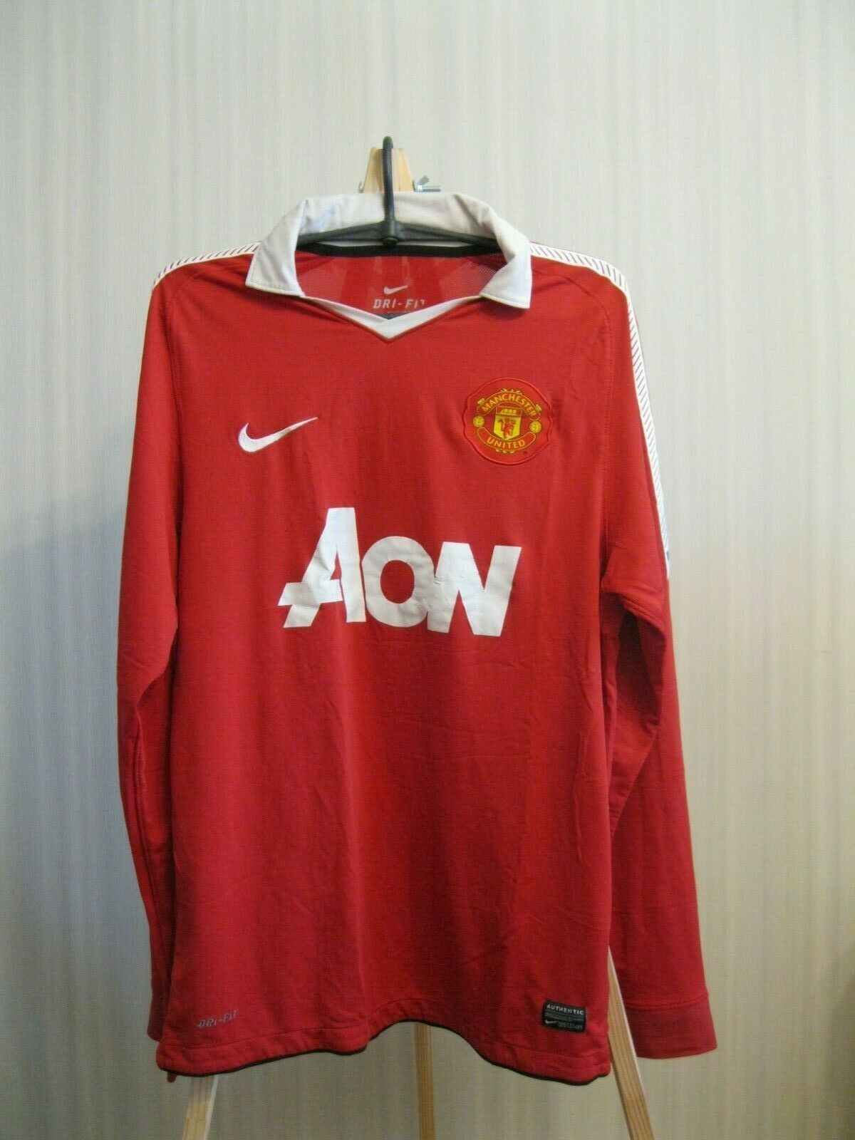 Manchester United 2010/2011 Home Size M Nike 382996-623 jersey
