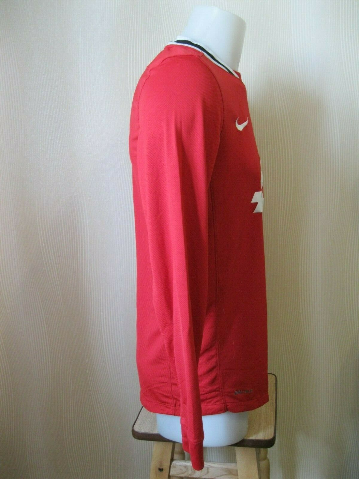 Manchester United 2011/2012 Home Size M Nike 423933-623 jersey