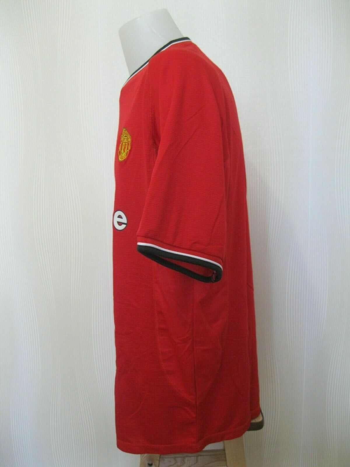 Manchester United 2000/2001/2002 Home Size 2XL Umbro jersey