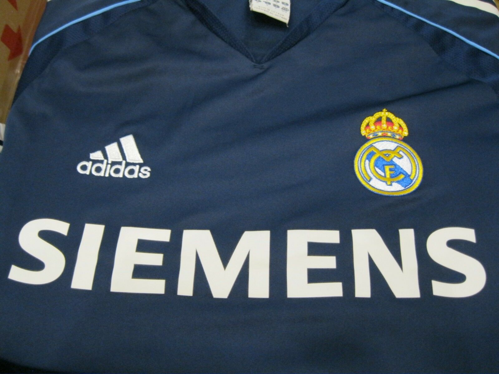 Real Madrid 2005/2006 away Size M Adidas 109856 jersey