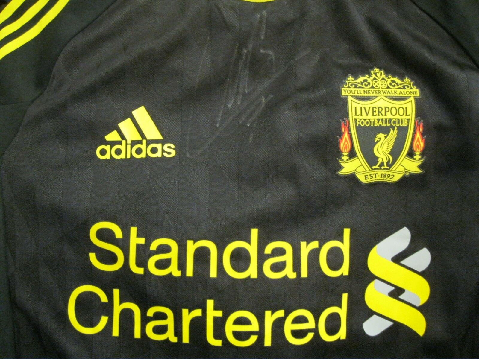 AUTHENTIC Liverpool SIGNED by Suarez 2010/2011 Third Size M adidas jersey