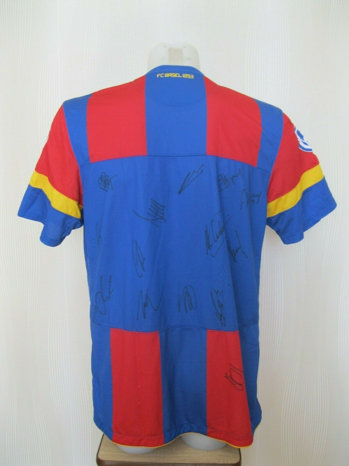 SIGNED FC Basel 1893 2011/2012 home Size L Nike 383370-494 jersey