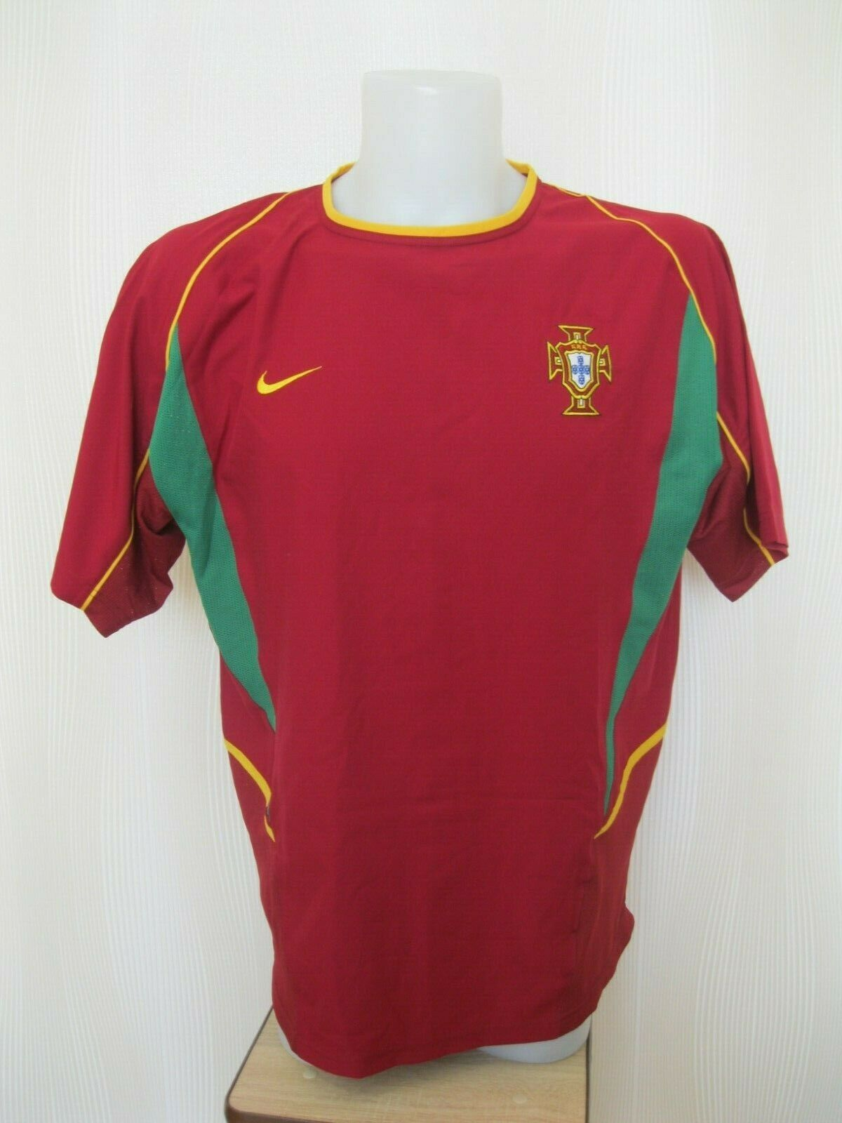 Portugal national team 2002/2003/2004 Home Size L Nike jersey