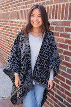 Load image into Gallery viewer, Black/Grey Snake Print Shawl