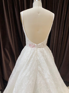 GC#32990 - Hayley Paige Walker Wedding Dress in Size 8