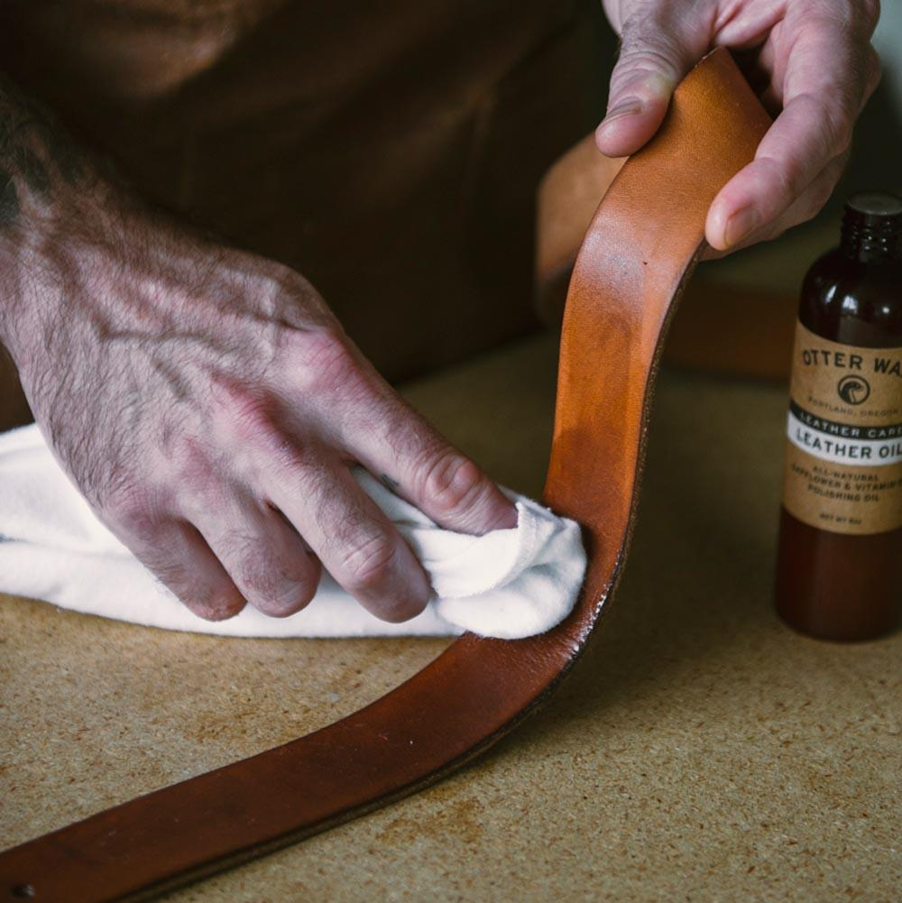 Otter Wax Leather Oil - Image 4