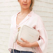 Load image into Gallery viewer, Carlota white shoulder bag